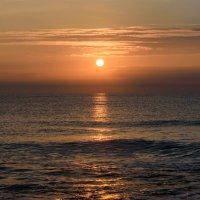 Рассвет на Золотом пляже. :: Uliya