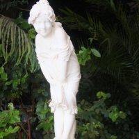 Статуя девушки в зимнем саду. :: sav-al-v Савченко