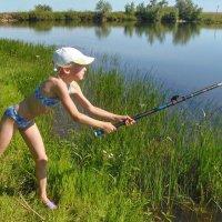 Маленькая рыбачка :: Наталья Ильина