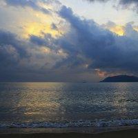 Так хочется туда, где море и тепло... :: Вадим Якушев