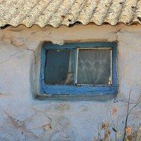 Окно в старом доме. :: Лариса Исаева