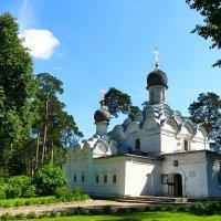 Храм Архангела Михаила (усадьба Архангельское) :: Иван