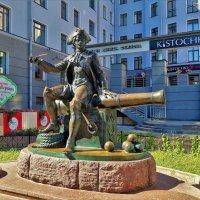 Памятник -скульптура бомбардиру Василию... :: Sergey Gordoff