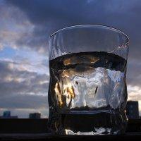 Жара. Приключение льда и воды в стакане. :: Елена Тренкеншу