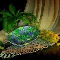 Блюдо с виноградом... :: Нэля Лысенко