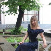 Во дворике. :: Александр Бабаев