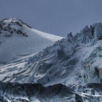 грозный ледник :: Георгий
