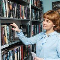 В библиотеке :: Николай Огуля