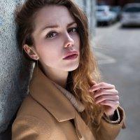 Портрет красивой девушки в пальто :: Lenar Abdrakhmanov
