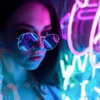 Девушка в неоне ночью :: Lenar Abdrakhmanov