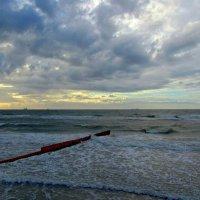 Бушующее море :: Сергей Карачин