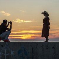Фото на закате :: Александр Соболев
