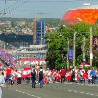 """Идут к стадиону """"Мордовия-Арена""""  на матч Дания-Перу :: Люба (Or.Lyuba) Орлова"""