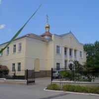 Храм Святителя Луки и Православно-просветительский центр :: Александр Рыжов