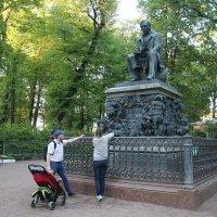 Памятник И. А. Крылову в Летнем саду :: Наталья Герасимова