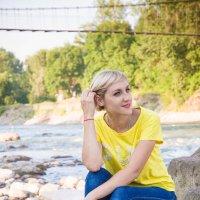 Девушка у реки :: Олеся Енина
