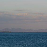 Парус в Эгейском море :: Александр Руцкой