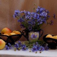 васильки и фрукты :: Татьяна