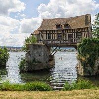 Вернон. Старая водяная мельница. :: Надежда Лаптева