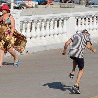 Пляска с тенью :: Валерий Дворников