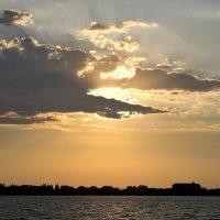 Крокодил солнце проглотил. :: Андрей Хомяков