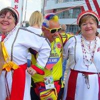 Зажигают эрзянки и футбольные фанаты :: Люба (Or.Lyuba) Орлова