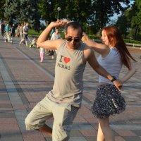 Танцы на улице :: Ростислав