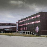 г. Ло́нгйирбюэн - универстиет (на лево) и музей Арктики (на право) :: Георгий
