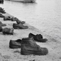 Туфли на набережной Дуная в Будапеште :: Юлiя :))