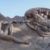 Скульптуры из песка. Сотворение Адама :: Владимир Орлов