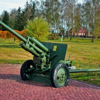 Военный экспонат около Аллеи героев в г. Бобруйске (Беларусь) :: Глeб ПЛATOB