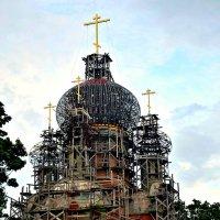 Храм в стадии строительства. :: Михаил Столяров