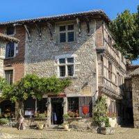 дом XV  века, деревня Перуж, регион Буже :: Георгий