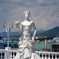 """Скульптура """"Белая невеста"""", г. Геленджик :: Андрей Гриничев"""