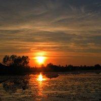 Закат на озере :: Ростислав