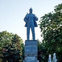 Ленин и голуби... :: Елена Васильева