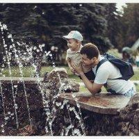 У фонтана :: Надежда Астапова