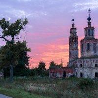Старая церковь :: Дмитрий Симонов
