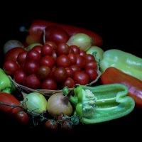 Натюрморт с перцем и томатами :: Денис Матвеев