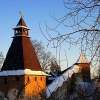 Башни Псково-Печерского монастыря :: Leonid Tabakov