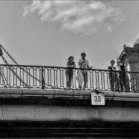 На мосту. :: Александр