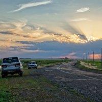 Край Алтайских озер, закат на дороге :: Дмитрий Конев