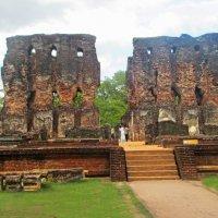 Остатки Королевского дворца  Паракрамабаху в средневековой столице Шри Ланки - Полоннарува. :: ИРЭН@ .