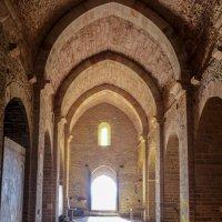 внутри (эзотерической) церкви Св. Петра, XII век :: Георгий А
