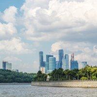 Прогулка по Москва-реке :: Larisa