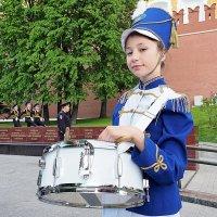 и красива и стройна-барабанщица она :: Олег Лукьянов