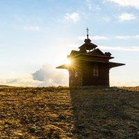Маленькая часовня в горах Восточного Крыма :: Uliya
