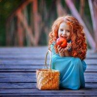 Рыжик и яблоко! :: Ольга Егорова