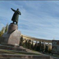 Памятник  В.И. ЛЕНИНУ. (Волгоград, центр города) :: Юрий ГУКОВЪ