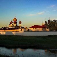 вечерний монастырь :: Сергей Кочнев